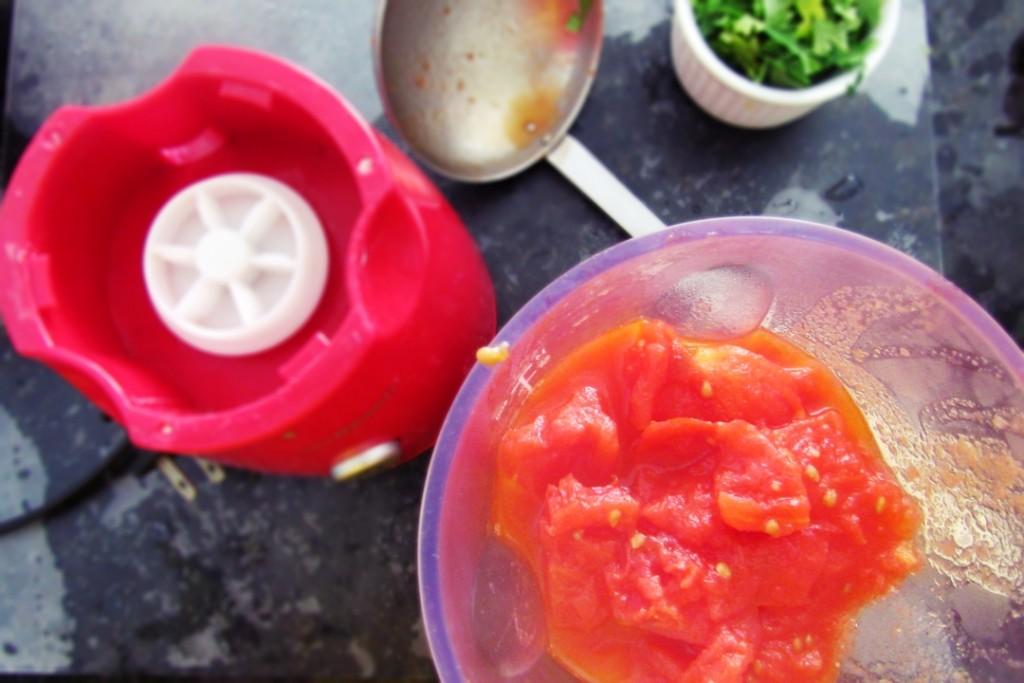 Processamento do suco do tomate.